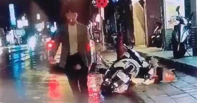 33歲的林姓男子騎著機車前往中正路超商門口準備接姊姊下班,不料傳完「我到樓下了」訊息後,卻遭23歲王姓男子持生魚片刀從背部猛刺1刀。(中時資料庫)