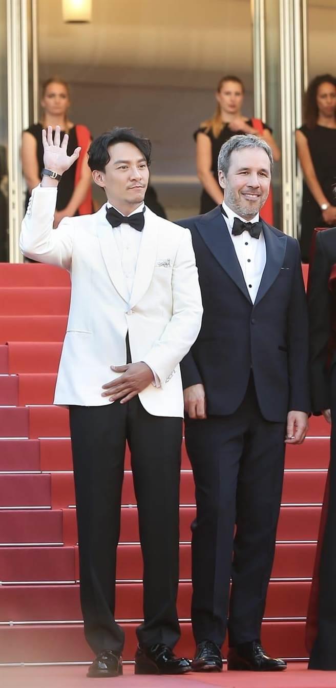 張震(左)和名導丹尼維勒納夫前年在坎城影展結緣。(澤東提供)