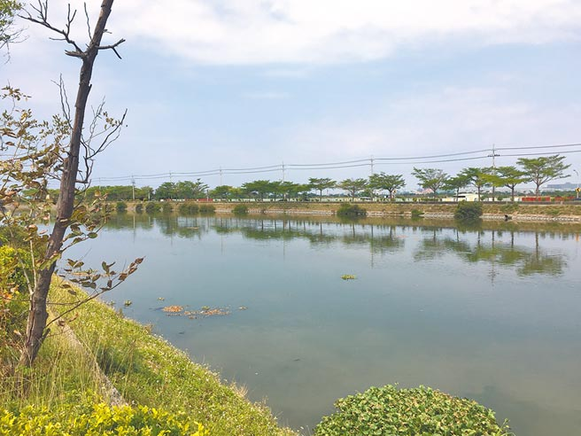 台南市安南區嘉南大圳水上運動訓練中心緊鄰大圳,未來將營造一處推廣水域運動同時提供市民親水的休閒場地。(曹婷婷攝)