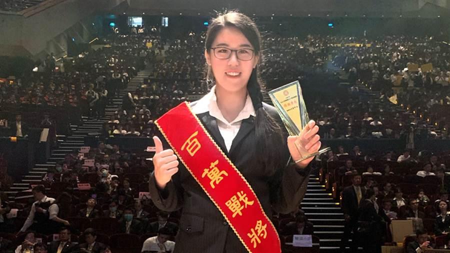 黃黛閔從月領26K變成年薪百萬經紀人,繼續朝著夢想前進。