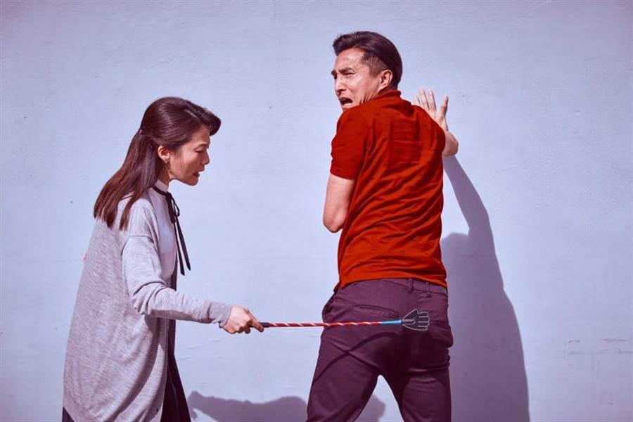 王少偉劇中跟楊小黎有不少搞笑演出。(圖/公視)
