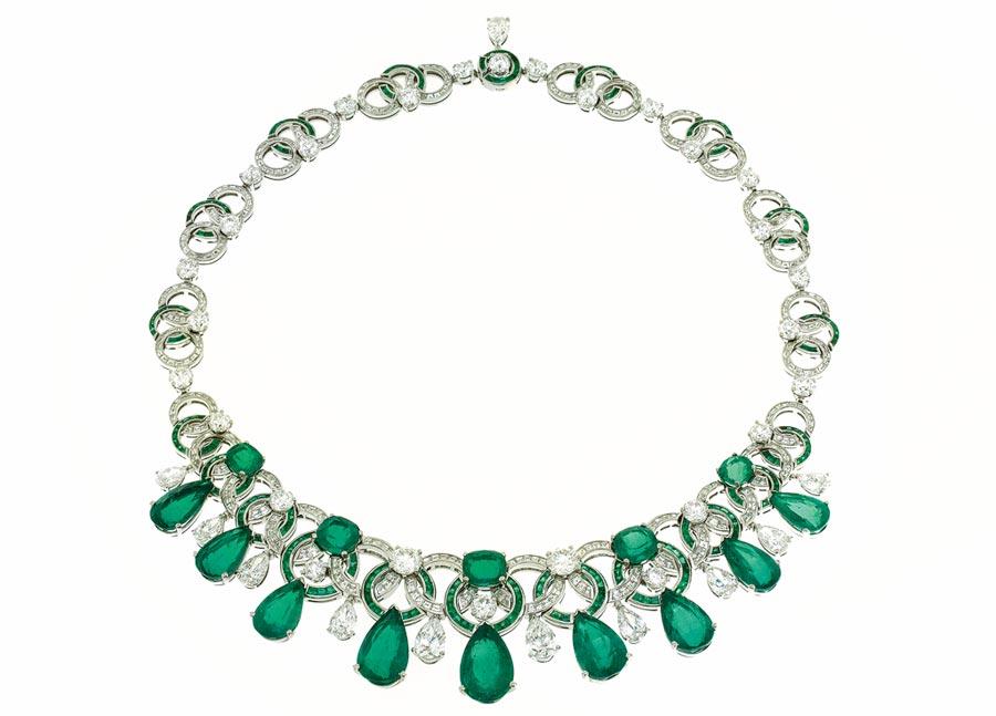 寶格麗CINEMAGIA系列祖母綠鑽石項鍊,九顆梨形切割哥倫比亞祖母綠總重51.51克拉。(BVLGARI提供)