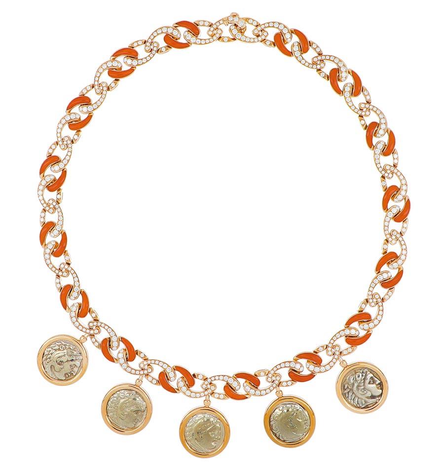 寶格麗Monete系列頂級珊瑚古幣項鍊。(BVLGARI提供)