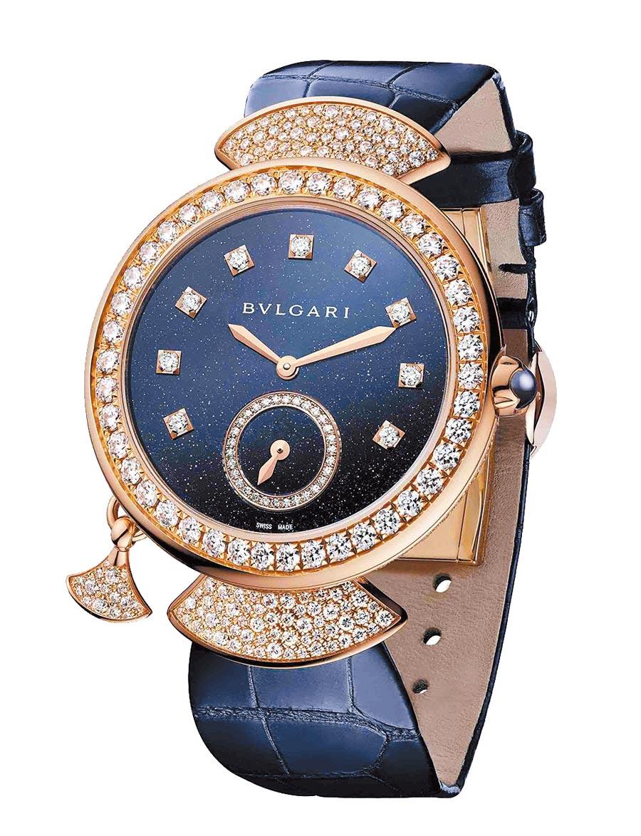 BVLGARI DIVAS' DREAM FINISSIMA孔雀石超薄三問腕表,限量款,約580萬元。(BVLGARI提供)