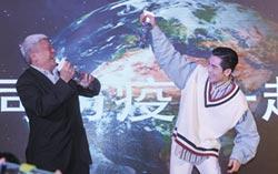 水神捐全球 邀蕭敬騰做公益