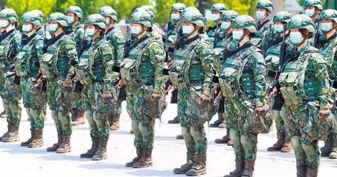 國防部指出,國軍口罩配給已增加至4.75萬片,戰備任務使用無虞。示意圖與本案無關。(圖/報系資料照)