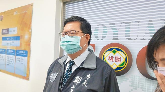 桃園市長鄭文燦將請公所規畫教學民眾利用手機預購口罩。(賴佑維攝)