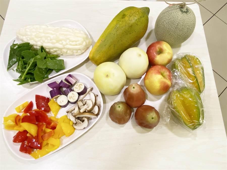 各式新鮮蔬菜水果。(陳淑娥攝)