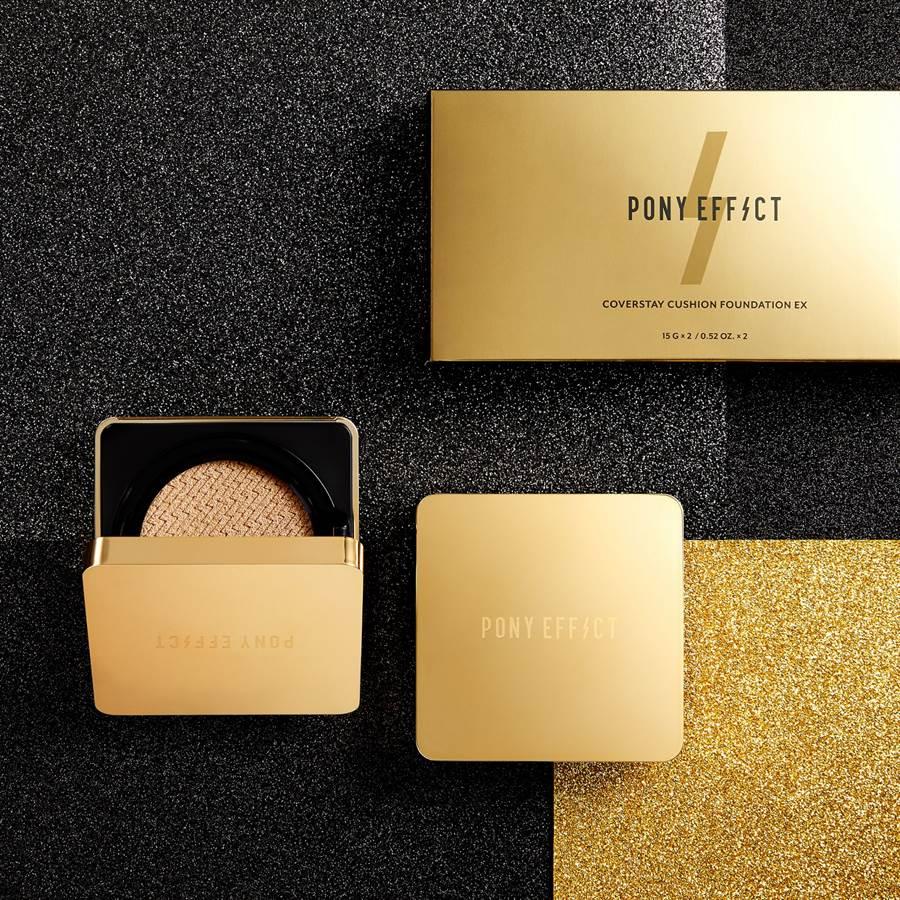 升級版PONY EFFECT絕對持久無瑕氣墊粉餅暱稱為「金磚氣墊」。(圖/品牌提供)