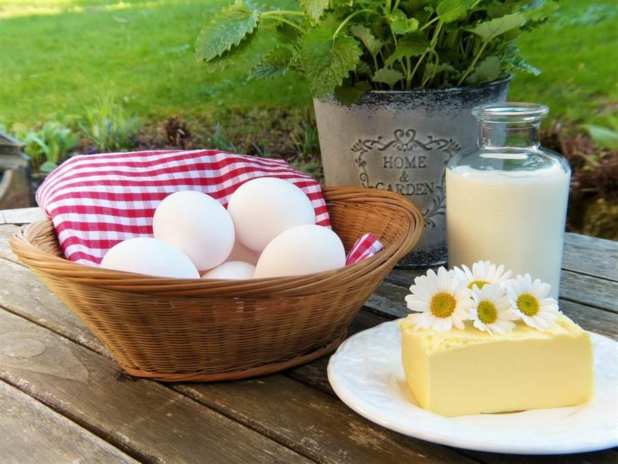 侯佩岑透露,除了澱粉跟糖少吃,還戒吃蛋奶,讓身材保持窈窕、皮膚水嫩。戒奶蛋的效果真有這麼顯著嗎?(圖/pixabay)