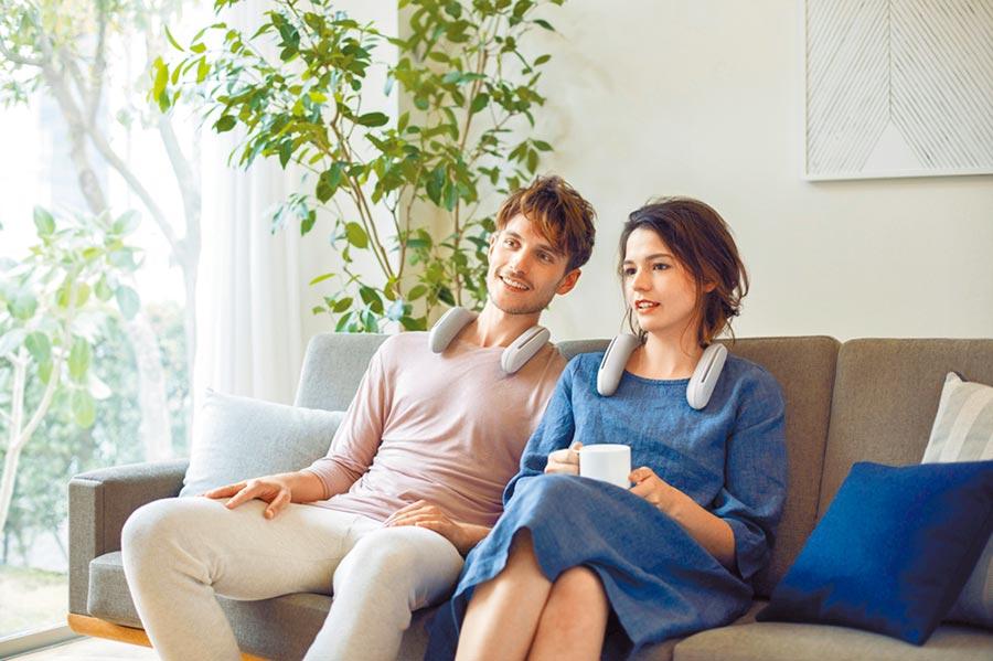 Sony推出母親節優惠,買OLED A8G系列送myVideo線上影音平台4個月或2個月豪華月租方案外,再加贈SRS-WS1無線穿戴式揚聲器。(Sony提供)