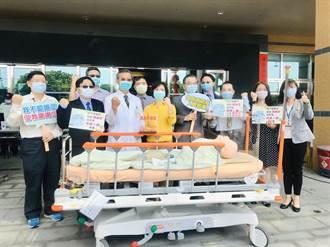 助醫護防疫 壓克力製造商贈9家醫院插管防護箱