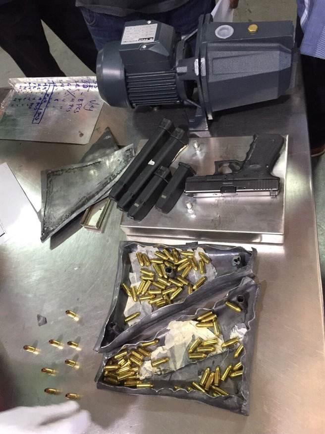 嫌犯將槍彈夾藏在包裹內,以國際快捷方式企圖自菲國闖關來台。(翻攝照片/林郁平台北傳真)