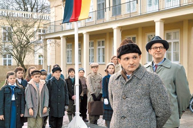 《無聲革命》以緊張懸疑的氣氛詮譯1956年發生於東德的真實事件。(傑捷電影提供)