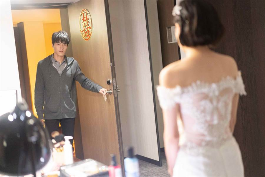 台視八大《覆活》唐振剛飾演恐怖情人眼神令人發毛。(八大提供)