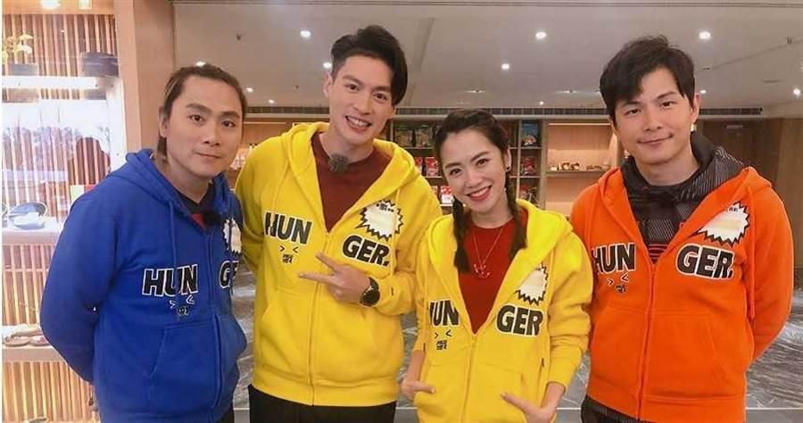 楊千霈(右2)首登《飢餓遊戲》和主持人王仁甫、孫協志、許孟哲一起大玩遊戲。(圖/中視)