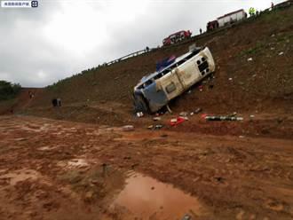 大陸傳巴士翻覆意外 跌落30米釀6死