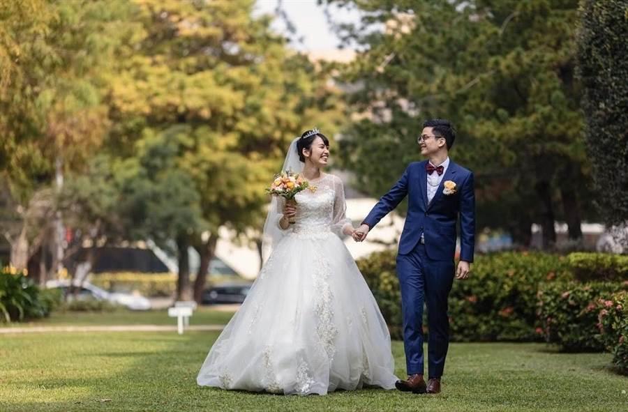 珍藏人生最美時刻,中市法制局提醒新人詳讀婚攝契約。(台中市政府法制局提供/陳世宗台中傳真)