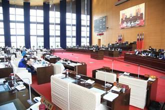 中市議會程序委員會 首見官員隔位坐 議員席將設隔板