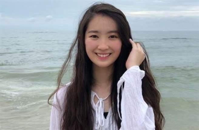 年僅20歲的香港女星林愷鈴遺傳到媽媽「古裝女神」龔慈恩的超強美貌。(圖/IG@kaening)
