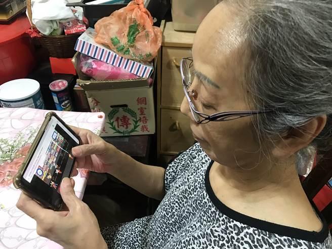 「街頭水槍大戰」遊戲榜首,竟是高齡60歲的張姓阿嬤。(新北市文化局提供/許哲瑗新北傳真)