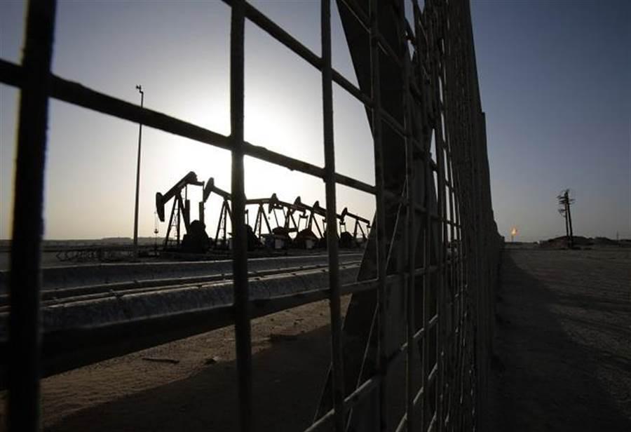 經濟下滑谷底還有多深?老謝:關鍵在油價。(美聯社資料照)