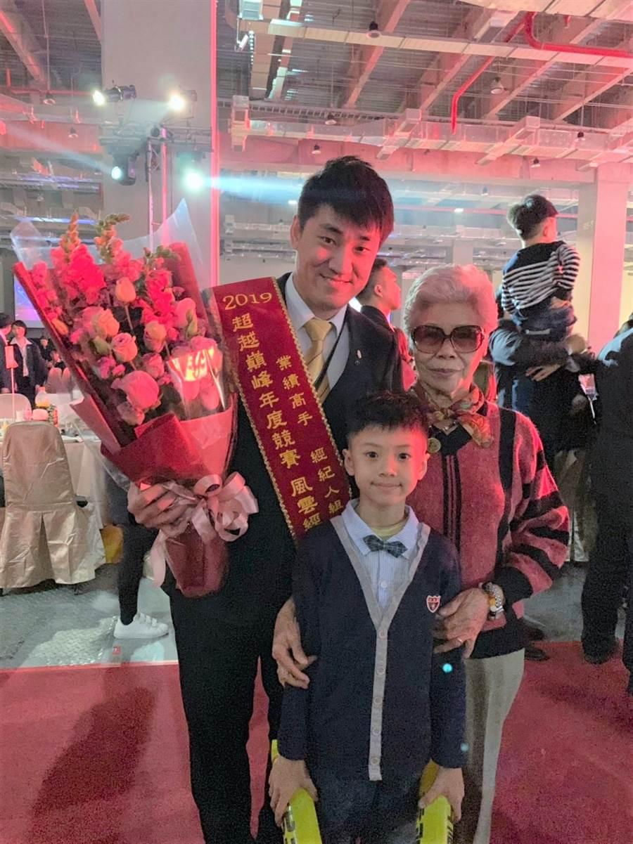 蘇順成表示,現在的工作有趣、充實,因此連回家陪小孩都更有精力,家庭時光的變更好了!