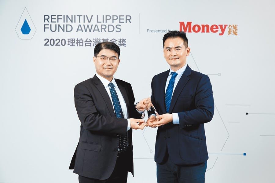 野村投信投資策略部副總經理張繼文(左)及理柏亞太區研究總監馮志源(右)。圖/公司提供