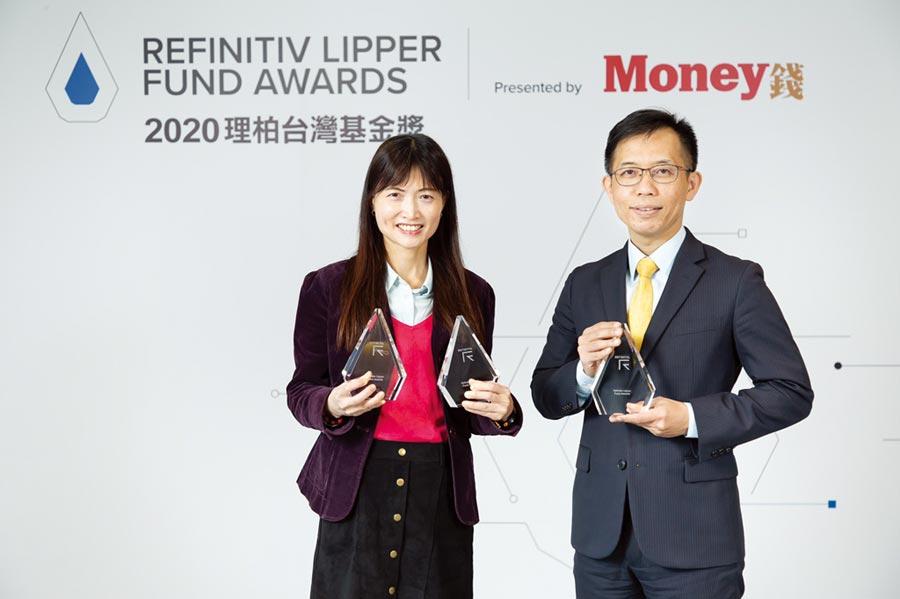 統一投信獲獎的基金經理人朱文燕(左)、林鴻益(右)。圖/公司提供