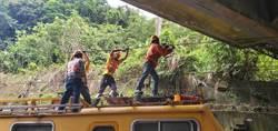 台鐵貢寮段遭扯斷電車線 雙向誤點逾90分鐘
