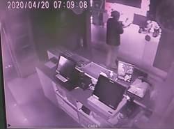 持刀搶永和披薩店 男帶女網友上摩鐵正爽遭逮