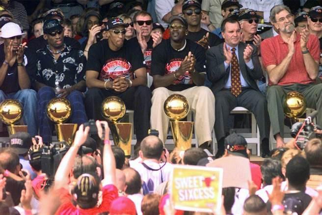 1998年的公牛王朝成員,哈波(左起)、羅德曼、皮朋、喬丹。(美聯社資料照)