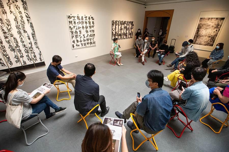 高雄市立美術館創全台先例,替「2020高雄獎」年輕藝術家媒合畫廊或收藏家,開創藝術界產官學三方合作交流新模式。(袁庭堯攝)
