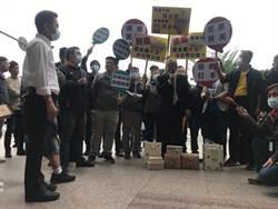 民進黨台北市主委選舉 兩陣營扛白米、蕃薯到黨部互控賄選
