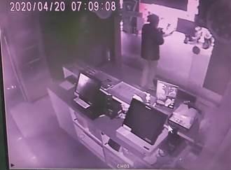 匪搶完披薩店拿贓款急約砲 警趁滾床攻堅逮人