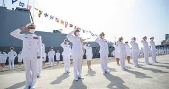 才說沒人登艦 藍委拿僑民照片打臉:升旗典禮有人上船