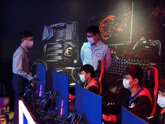 嘉義學子想玩電競 周董的「J Team」來授課