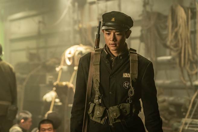 崔珉豪在片中飾演學生兵分隊長崔成弼。(車庫提供)