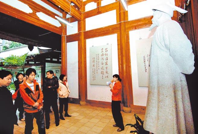 許多外地遊客來到位於福州的民族英雄林則徐出生地參觀。(中新社資料照片)
