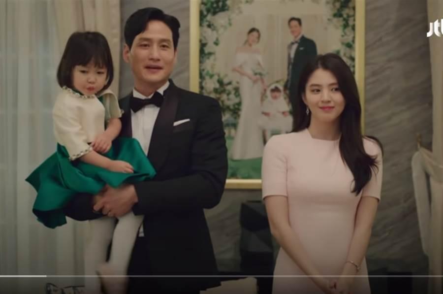 3歲童星李路恩在劇中飾演小三韓素希的2歲女。(取自JTBC Drama YouTube)