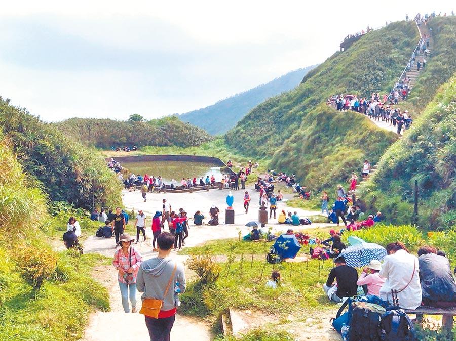 聖母山莊登山步道成為新興的旅遊景點,為了防疫羅東林管處祭出停車場管制等措施。(讀者提供/李忠一宜蘭傳真)