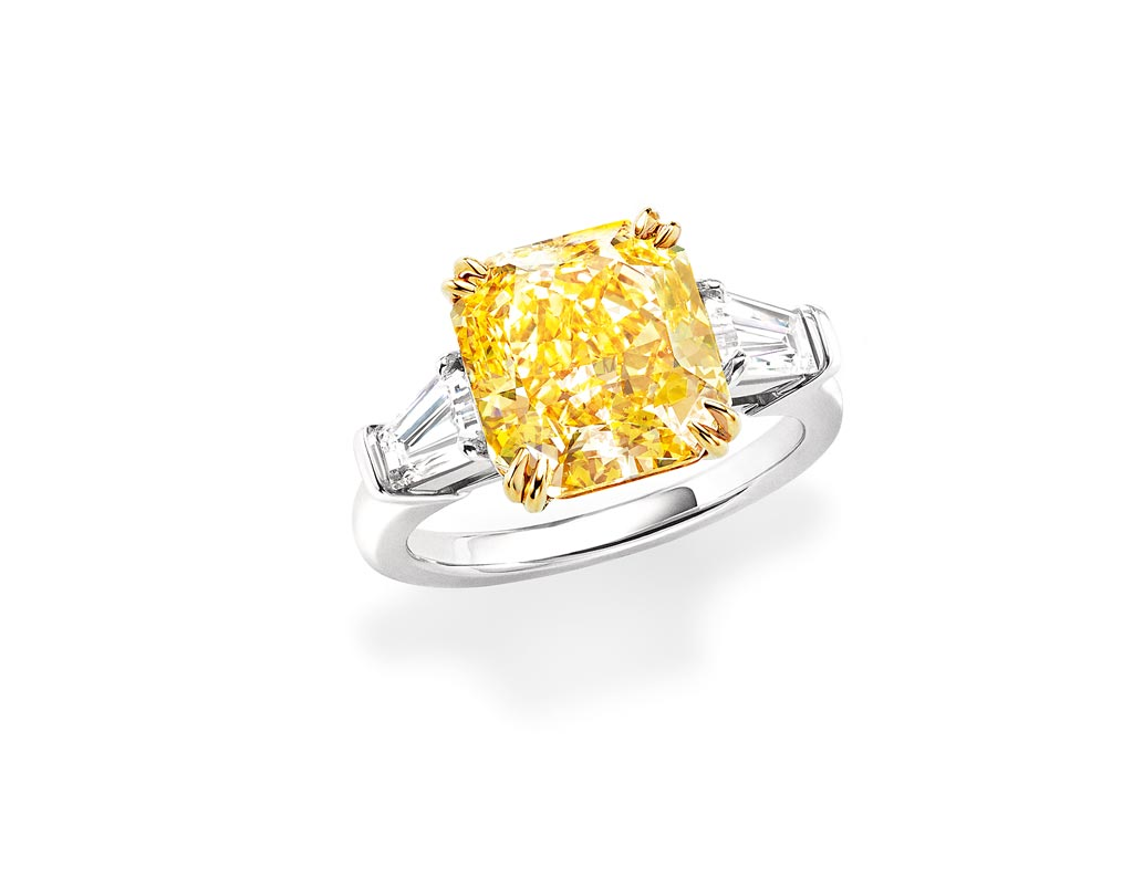 海瑞溫斯頓雷德恩式切工黃鑽鑽戒,主石為12.48克拉黃鑽,約2880萬元。(Harry Winston提供)