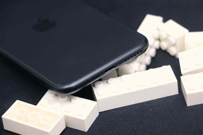 新iPhone SE機身細部照片(下)。(黃慧雯攝)