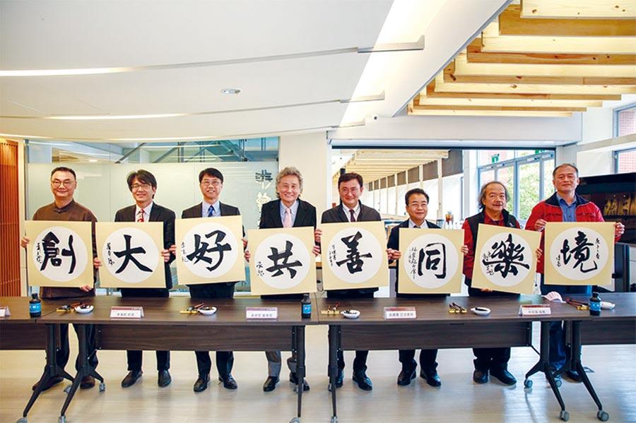 逢甲大學「游翰堂漢字文化中心」正式揭牌,讓全校師生自由自在地書寫漢字,更期待能成為深耕漢字文化的基地。圖/逢甲大學提供