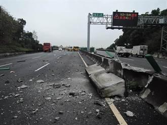 國道客運南下 竟衝北上車道引虛驚