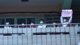 福營國中自製2000防疫面罩贈院方 百學生為醫護打氣