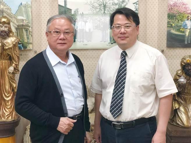 豪門文化科技創意公司董事長簡廷在(左)與氫淼科技董事長黃文啓博士(右)將攜手逐步投入生態、環保為主的觀光旅遊產業。圖/郭文正