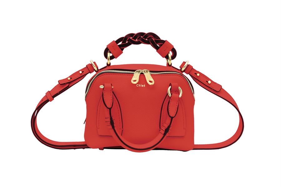 微风广场「微风之夜特典-乌托邦黄金周」独家,Chloé Daria Bag红色小型肩背手提两用包,6万元。(微风提供)
