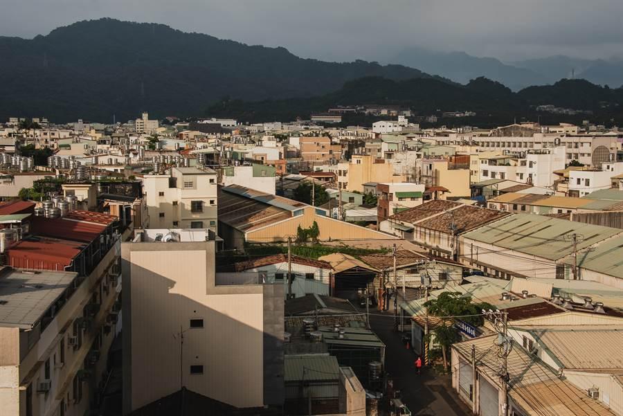 網友在PTT上好奇詢問「你住過最不想久住的縣市?」引發網友討論(示意圖/達志影像)