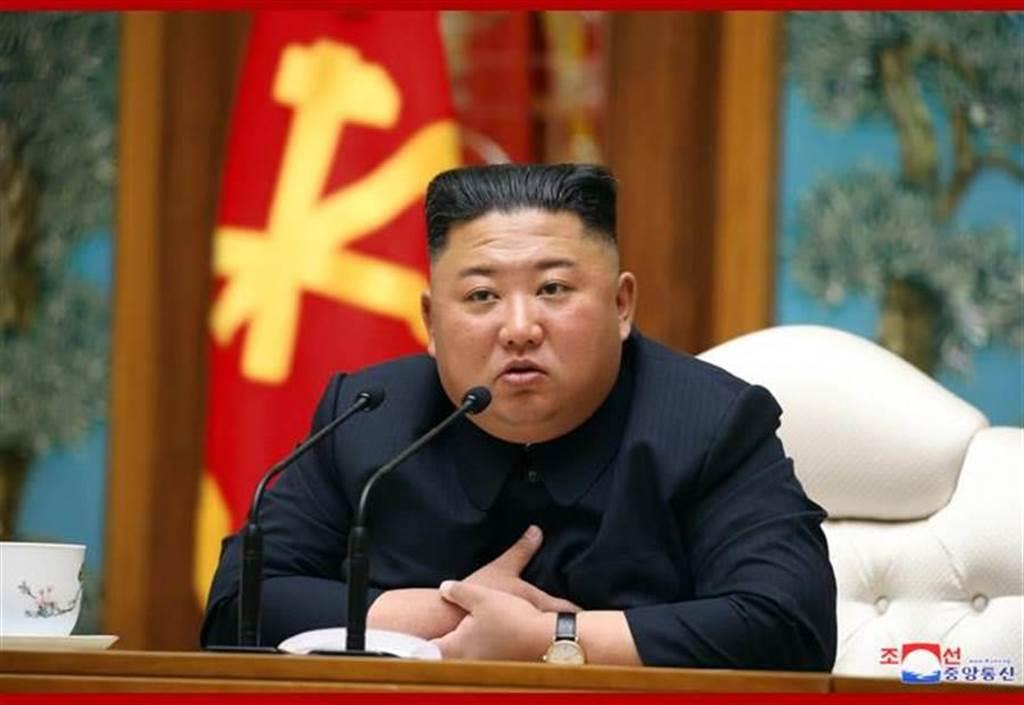 4月11日,金正恩出席朝鮮勞動黨中央政治局會議。(朝中社)